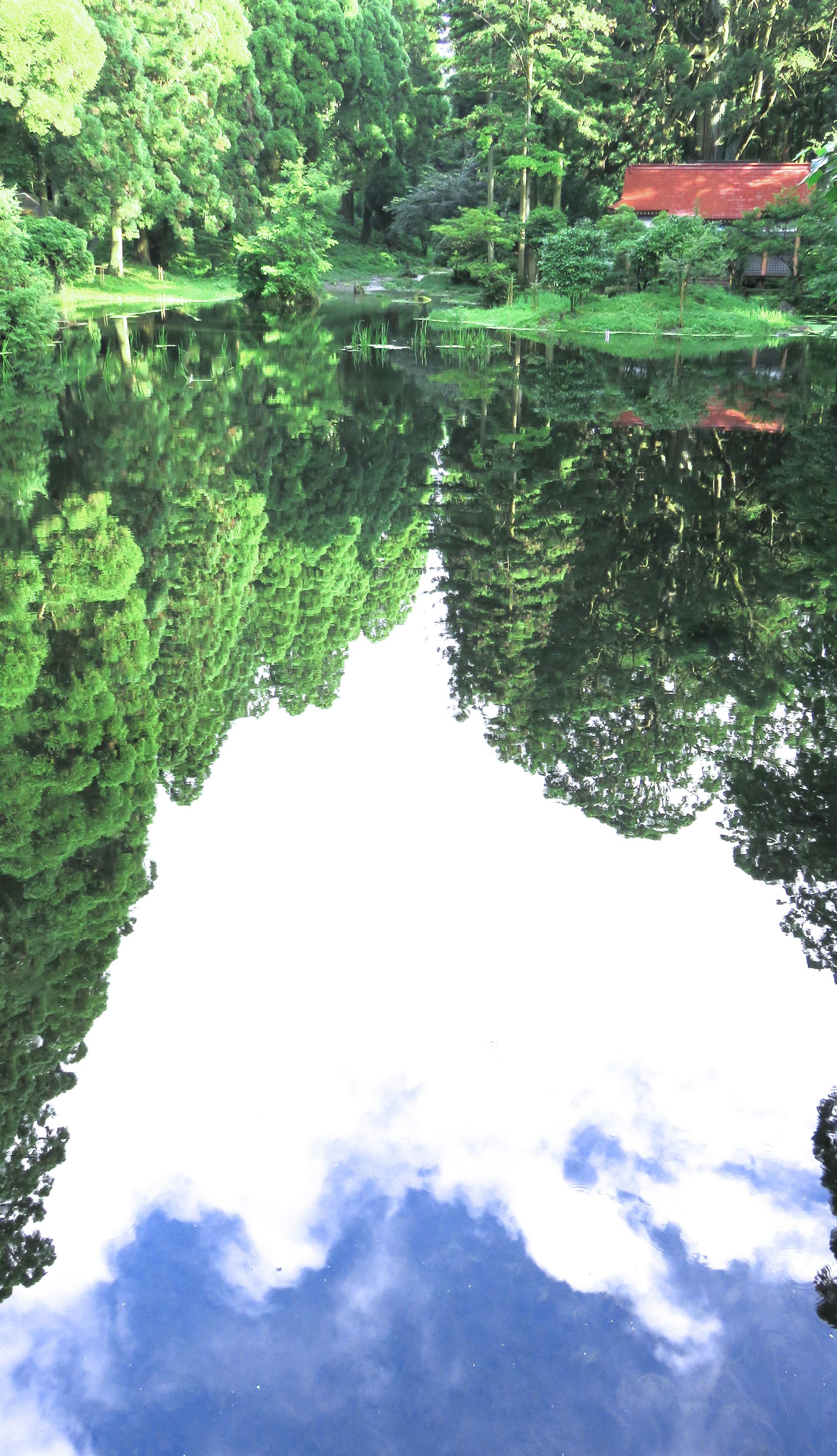 納池公園の庭園、空に落ちる。