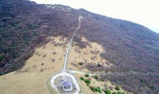 牧ノ戸峠 九重連山 空撮 大分県玖珠郡九重町 20170421 Drone video of Makinoto Pass, Kuju montain range. Kokonoe Oita