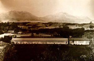 写真:1974年の久住中学校とくじゅう連山