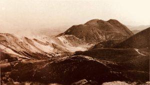 写真:1980年の三俣山と硫黄山