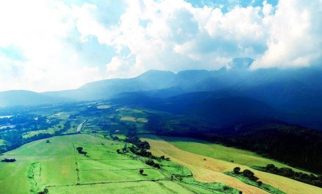 大空と大地の美しい風景 癒しの避暑地くじゅう高原 ドローン映像 4K Drone video in Kuju plateau. Aso Kuju national park 阿蘇くじゅう国立公園
